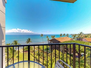Waterfront getaway with beach access, resort pools & hot tubs, amazing views!