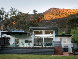 Hemley House Luxury in the heart of Halls Gap