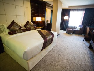 Royale Signature Hotel (Executive Suite)