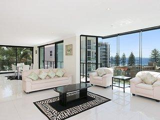 1 21 Petrie Street - 3 Bedroom Apartment overlooking Rainbow Bay