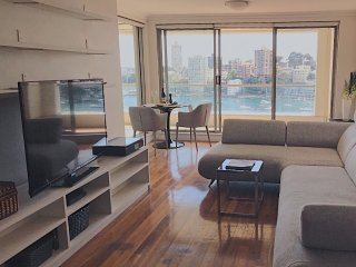 Executive apartment overlooking Lavender Bay