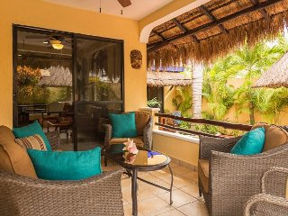 Stunning Mexican Villa/Adult only/Pool & Hot tub/Large private patio.