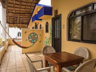 Beautiful, steps to the beach, quiet, large balcony, hammocks & bikes.