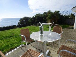 AVALON, open plan, wood burner, sea views, in Downderry, Ref. 967171