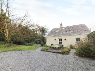 THE GARDEN COTTAGE, woodburner, pet friendly, woodland, in Kidwelly, Ref. 967102