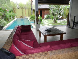 SEMINYAK 2lgebrms 13m POOL Great location/FRIENDLY staff NEGO $$
