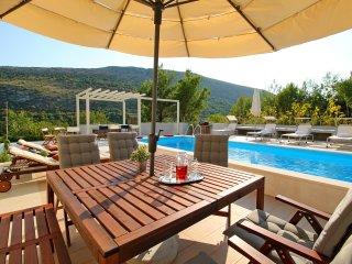 NEW! Villa Donari - private pool, eco friendly, 4 bedrooms, 9 persons max