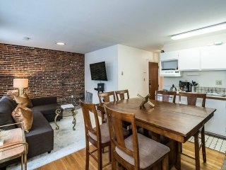 Perfect Private Patio/ Beacon Hill/ MGH