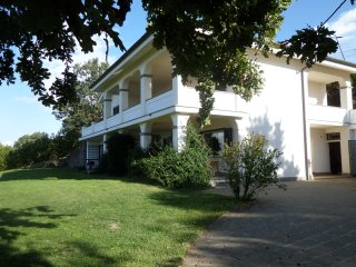 Villa Panorama, nearby Rome, pool, 10 pers, by Lake and golf, panoramic views
