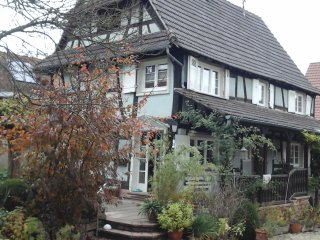 Le logement est situé à l' étage d'une ancienne ferme typique de l'Outre Forêt