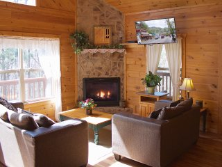 Smoky Mountains Luxury Cabin *Beautiful, Secluded*