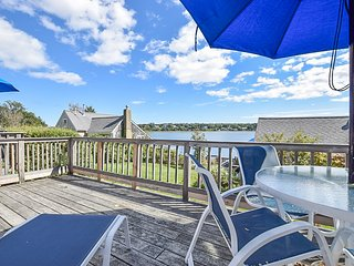 #421: Waterfront 1-br cottage with open concept kitchen/living w/ amazing views.