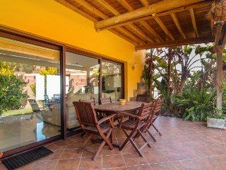 Casa Bolmar Gran Canaria, chalé moderno y confortable con vistas al mar y jardín