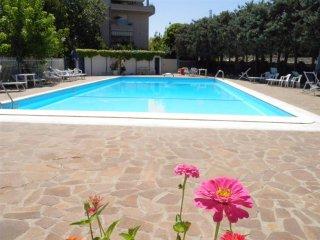 Bilocale ristrutturato piscina posto auto vicino mare WiFi aria condizionata