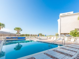 Gulf To Bay Complex! 2 BR, 2 Baths, Pool, Hot tub, Dock.