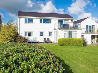 House in Abersoch with Internet, Terrace, Garden, Balcony (674048)