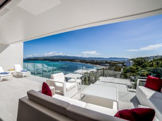 BRAND NEW! Stunning Sea View Luxury 3BR Apartments