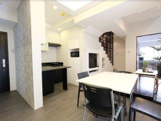 Designer 2BR Loft Apartment W Residences BGC, 1002