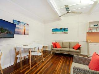 Tondio Terrace Flat 3 - Pet Friendly, neat and tidy flat, easy walk to the beach