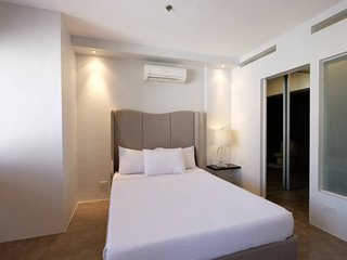 Designer 1BR Loft Apartment W Residences BGC, 1204