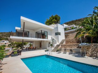 Laja - panoramic hillside holiday house in Moraira