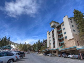 Skier's Dream Condo Sleeps 6 ~ RA775