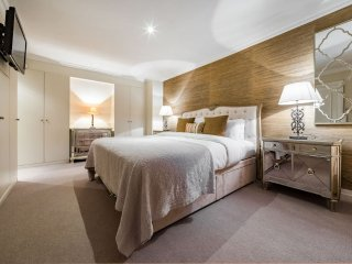 Gorgeous 4 bed, 3 bath in heart of chic Kensington