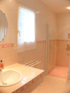 it benefits from a shower room