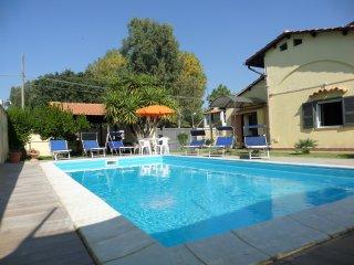 Villa Giovanna, con piscina poco distante dal mare