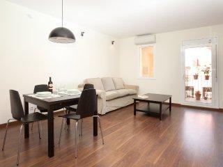 Agradable piso con terraza en el barrio de Gracia, cerca Paseo de Gracia.