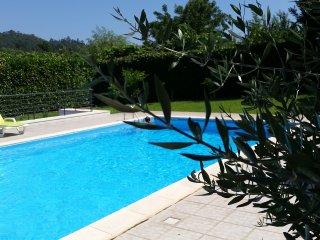 Grande maison avec jardin et piscine proche toutes commodités