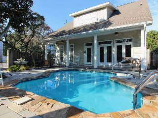 Peace Place, 6BR/5BA house with private pool! Just steps to the Beach!