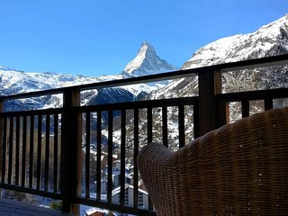 Chalet Luna, Ski-in Ski-out Apartment with view of the Matterhorn