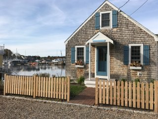 Waterfront cottage in Dock Square