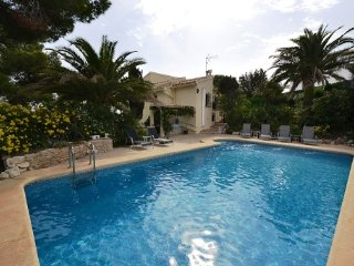 Fabulous  5 bedroom  villa with sea and country view, Walk to the Beach