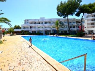 Apartamento con piscina puerto a 500 metros de la playa