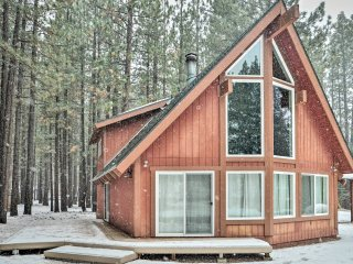 Cozy South Lake Tahoe Home w/Furnished Patio!