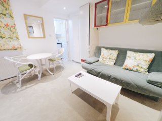 Next to Hyde Park - Charming Apartment with Private Terrace