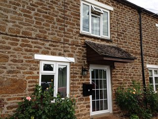 Quiet 200 year old cottage in North Oxfordshire village