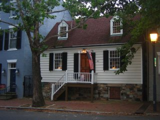 George Washington Townhouse in Old Town Alexandria - Walk to Everything!