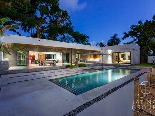 6BR Bali Villa in Miami, Brand new! Must seen! sleeps 14!