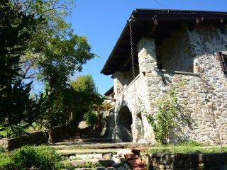16th Century Hillside Stone Cottage By Town, Train & CinqueTerre 'Connoisseur'