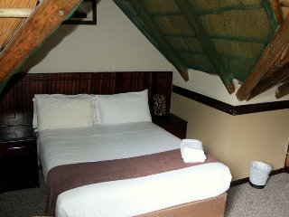 Enviro Guest House - Deluxe Double Room with Balcony 2