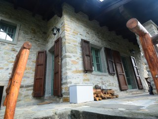 16th Century Hillside Stone Cottage By Town, Train & CinqueTerre 'Connoisseur'