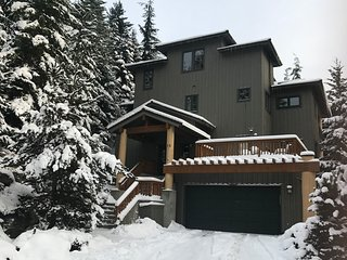 Ski-in/Ski-Out-6BR/6BA Home-Hot Tub-Whistler Home
