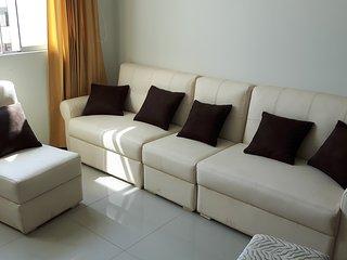 Departamento cómodo, iluminado, amoblado y con buena ubicación.