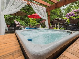 Deep Cove Suite with Private Hot Tub