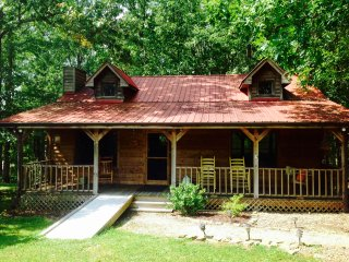 NEW RENTAL!  Cozy Foggy Mountain Cabin-Minutes to Fall Creek Falls State Park-TN