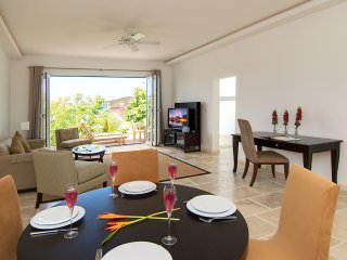 CBC Townhouse Scallop - Ideal for Couples and Families, Beautiful Pool and Beach
