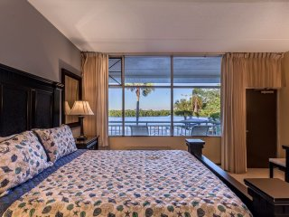 Beach-side QUEEN STUDIO SUITE, U-619 Tampa Bay